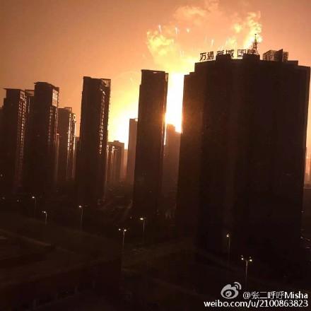 「窓の外には地獄が広がっていた」SNSが伝える天津塘沽爆発事故