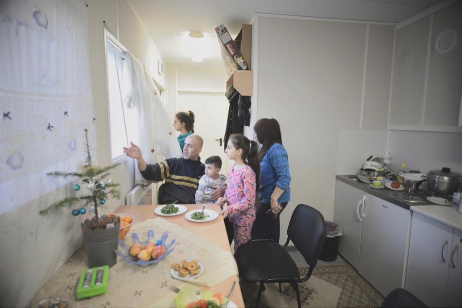 コンテナハウスの生活 シリア難民一家との交流