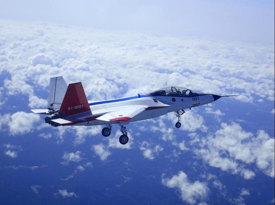 日の丸ステルス実証機初飛行と昔の「想い人」