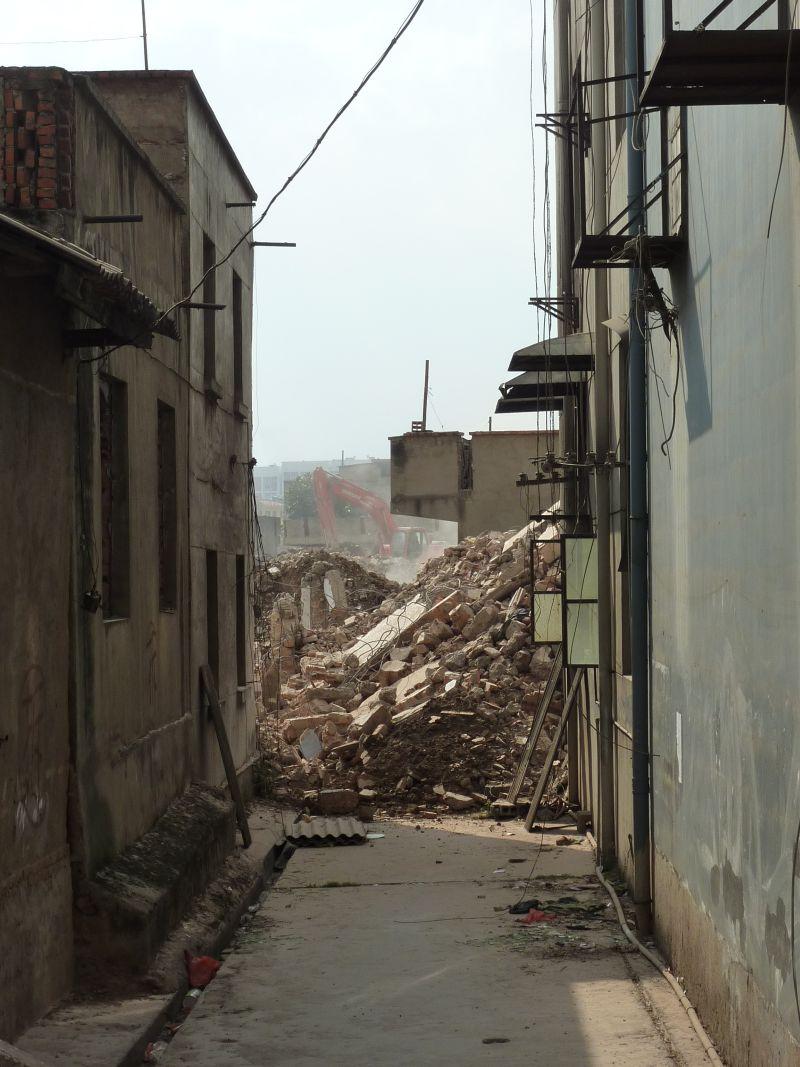 写真3:更地になる城中村.jpg
