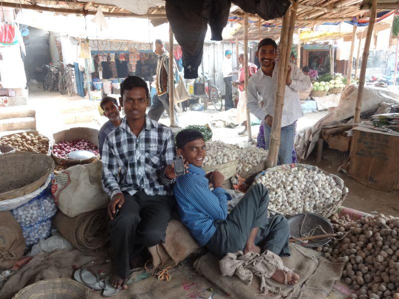 2013年、農村にもスマホユーザーの姿が。